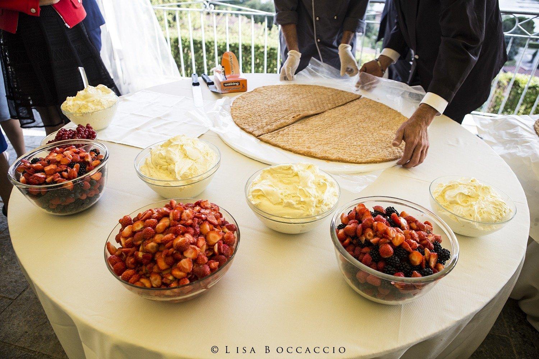 creazione torta da parte degli sposi