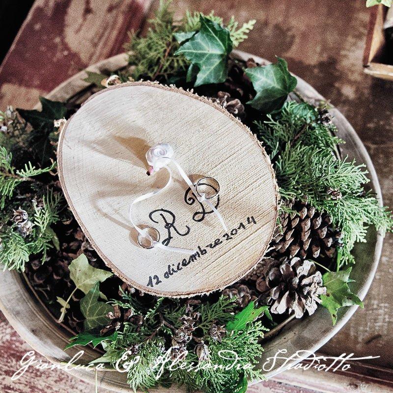 Matrimonio Bianco e Fucsia -cuscinetto fedi con tronco albero. handmade