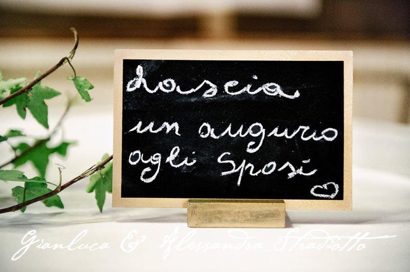 Matrimonio Bianco e Fucsia - guestbook scritto a mano