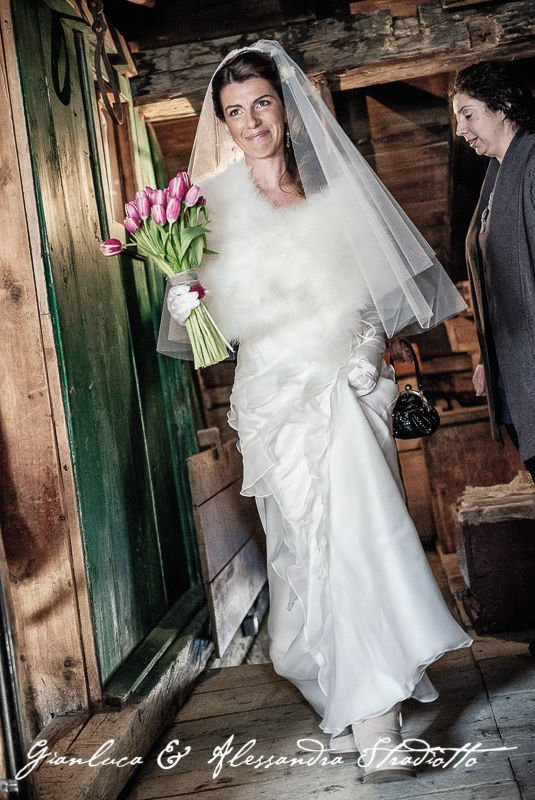 Matrimonio Bianco e Fucsia - ingresso sposa con il mio coordinamento Antonella Amato Wedding Planner