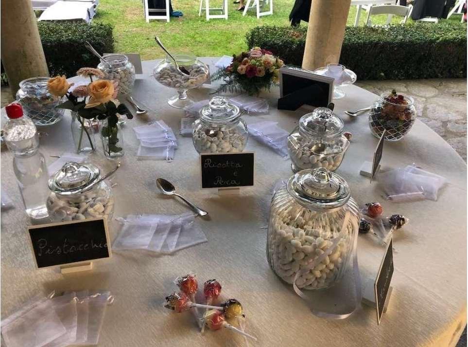 Matrimonio autunnale_Antonella Amato Wedding Planner_tavolo_degustazione_confetti