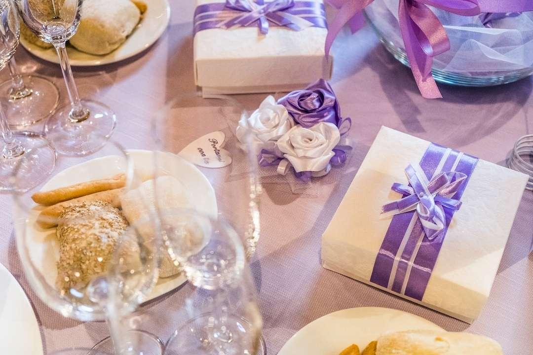 Matrimonio bianco e Glicine Antonella Amato Wedding Planner_Tavolo_Invitati